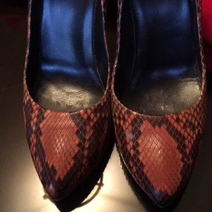Gucci Shoes - Gucci snakeskin pumps